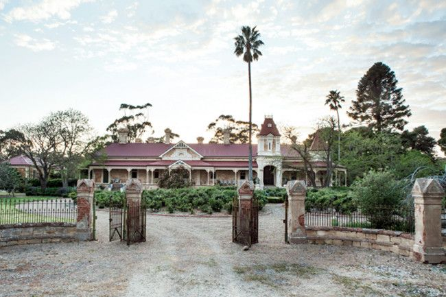 North Bundaleer, a grand homestead in South Australia, has been loving restored to its former glory and welcomes guests. Country Style, photography Michael Wee. The impressive entrance to the Queen Anne-style homestead. The massive three-year restoration included reroofing, rebuilding the verandahs and bringing the derelict garden back to life.