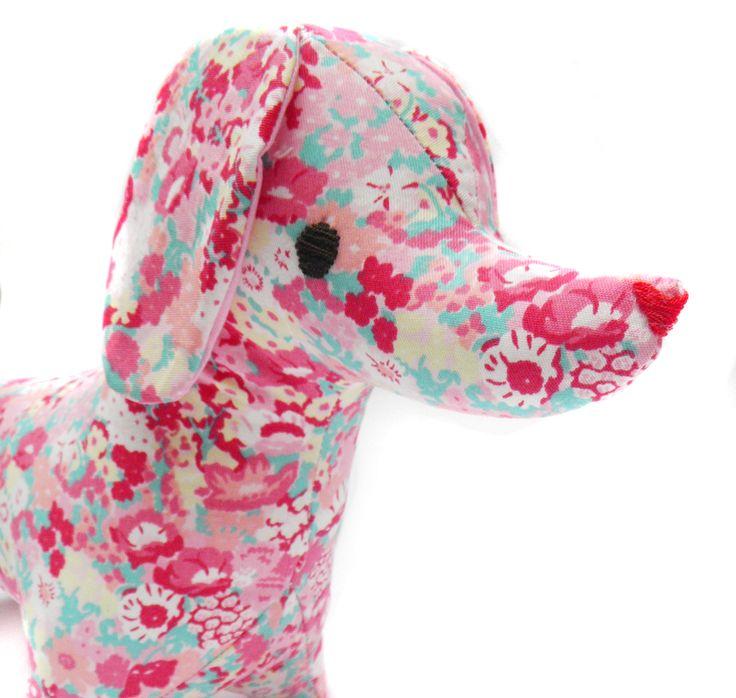 Muñeco de Trapo salchicha Flores rosa Gabardina