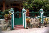 Jual Rumah Sangat Strategis dan Exclusive aman nyaman untuk Bisnis dan tempat tinggal di Palembang,  LUAS tanah = 665 M  LUAS BANGUNAN = 257 M  1 LANTAI, KAMAR TIDUR = 4+ 1  KAMAR PEMBANTU:1  kamar mandi = 5  carport: 2mobil Parkir : luas  HARGA = 2.3 M / NEGO  CONTACT = HERLIN ; ; 98853287,081399917861,087888973935 Gloria : , 081291015354,  fasilitas lengkap, tol sendiri gerbang t...ol grand wisata, sport club, sarana ibada, security 24 jam, angkutan umum 24 jam, sullter bus sampai…