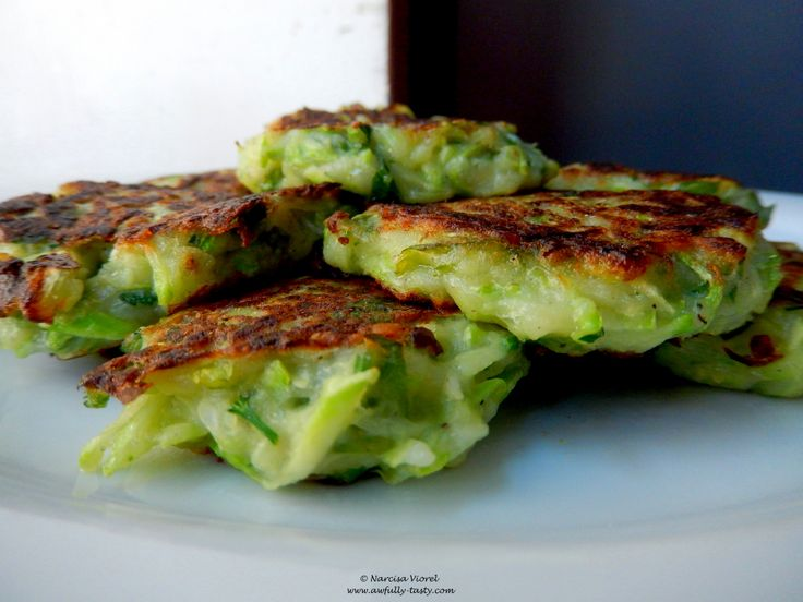 Fritters cu dovlecel si Pecorino. Courgette and Pecorino fritters.