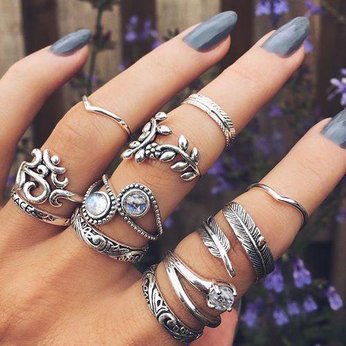 Ontdek en deel de mooiste afbeeldingen van over de hele wereld. Our style inspiration for our X Pave Ring and Bound it Ring in #Gold #minimalistjewelry #minimalistjewellery #minimalist #jewellery #jewelry #jewelleries #jewelries #minimalistaccessories