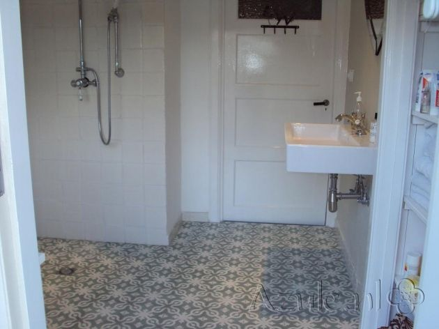 Cementtiles bathroom - Azule 09 Olive - Project van Designtegels.nl