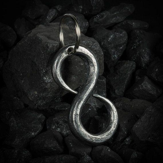 #Unendlichkeit Schlüsselanhänger aus #Eisen von stohlerArt auf Etsy - #Wrougt Iron infinity keychain #blacksmith made