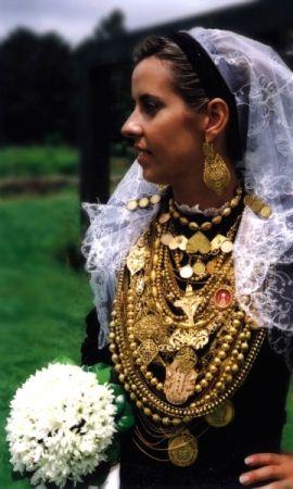 Brides's gold filigree ornament on wedding day. Viana do Castelo - Portugal