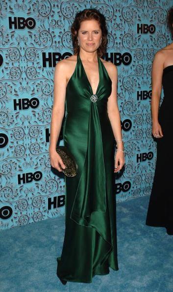 Kim Dickens in abito verde smeraldo