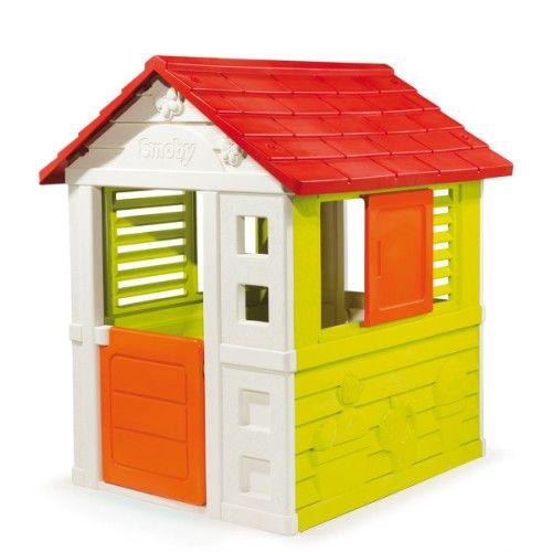 Pour donner du relief au jardin, une maisonnette au design moderne où les enfants vont s'amuser avec leurs copains et copines.