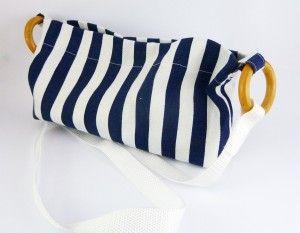 Bolso marinero azul y blanco con asas de madera