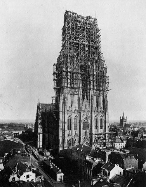 Gebrüder Schönscheidt: Dom zu Köln mit eingerüsteten Türmen   Entstehungsjahr: 1880