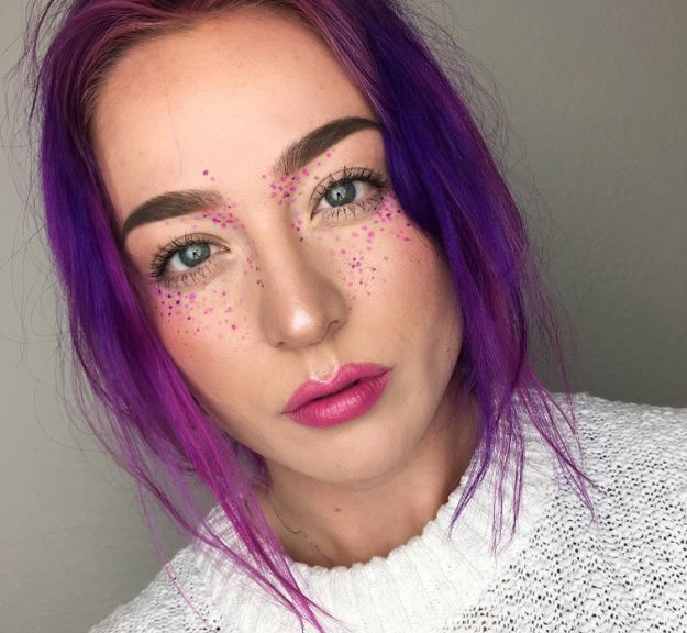 There's a new beauty trend picking up speed and it's RAINBOW FRECKLES.