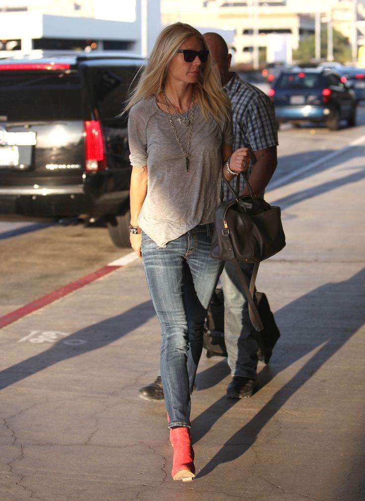 Strakke broek, t-shirt ruimer, puntje erin en schoenen contrasterend