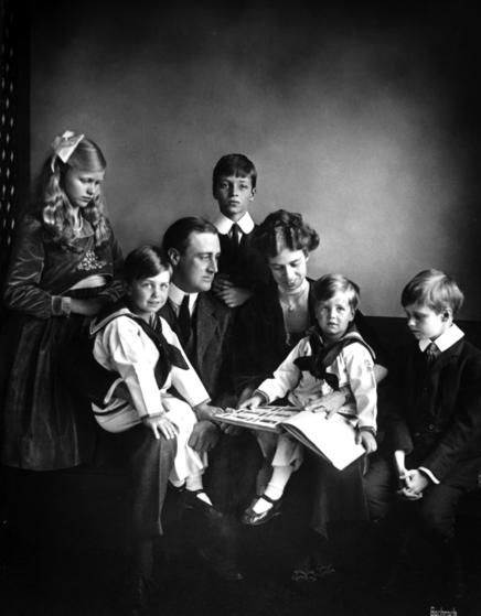 Franklin D. Roosevelt, 32nd President of the United States, and FirstLady Eleanor Roosevelt with their family. Children: Anna, James, Franklin Jr., Elliott and John.