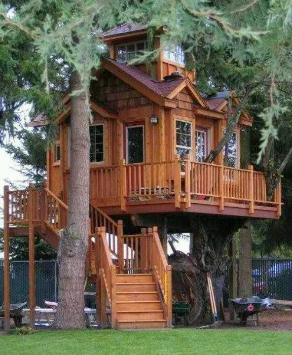 simply vintageous...by Suzan: I WANNA live there Wednesday # 89  Cool tree houses!