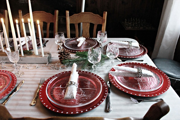 Christmas talbe setting in red and silver. DIY candle holder