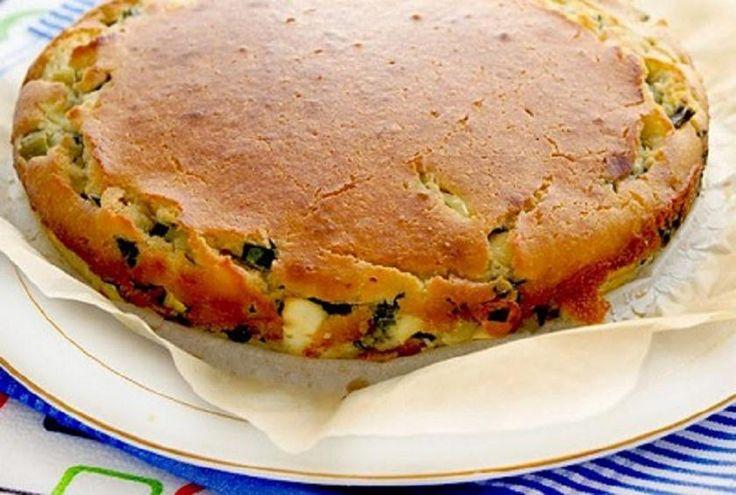 Заливной пирог на кефире с зеленым луком и яйцами