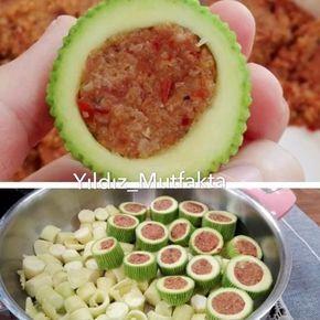 Katıklı Dolma Tarifi için Malzemeler 1 kilo kabak 200 gram kıyma 1,5 su bardağı ince, kısırlık bulgur 1 adet kuru soğan Yarım yemek kaşığı biber salçası 1 tatlı k