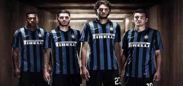 Inter, l'ex sogna il ritorno e lancia messaggi d'amore Il suo sogno è quello di tornare in Italia, all'Inter. Lo ha dichiarato più volte nelle settimane scorse e lo ha ribadito il suo agente, intercettato dai microfoni di FcInternews. Il giocatore, infat #inter
