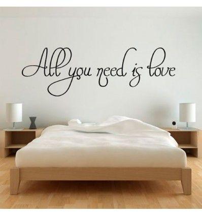 Vinilo barato decorativo con la frase all you need is love, para pegar en paredes como una pegatina.
