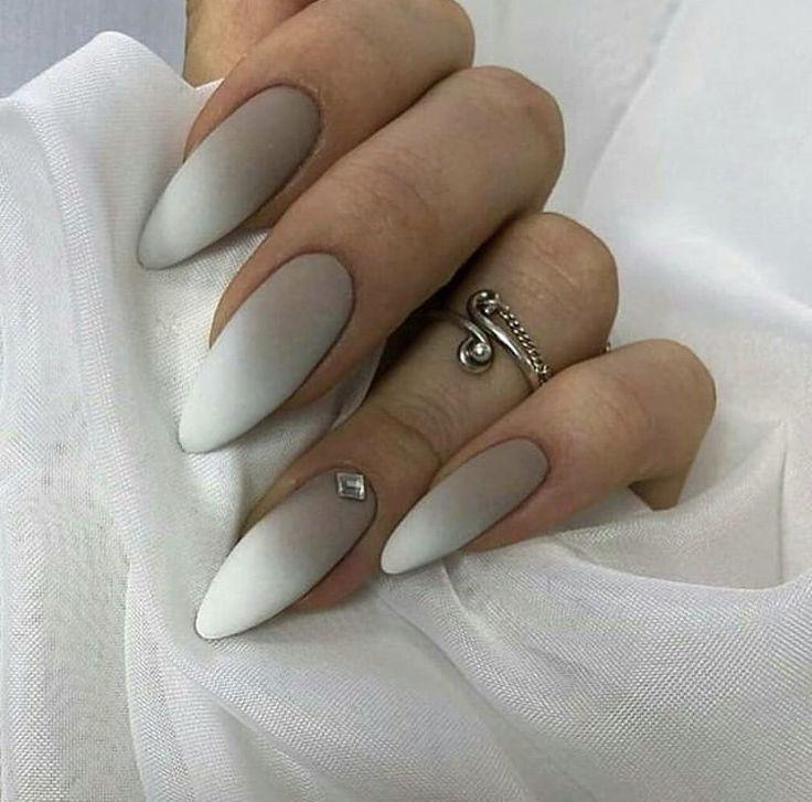 white acrylic nail arts design