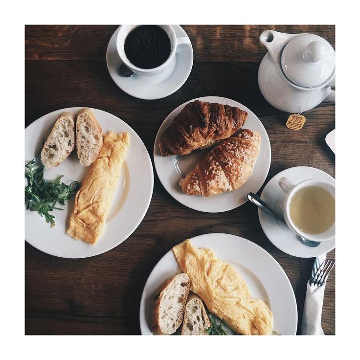Poświąteczne śniadanie :) #charlotte_bistro #zdjecie @neworderwarsaw #croissant #kawa #omlet