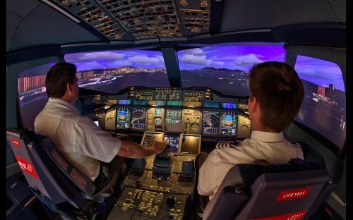 In Basel gibt es den ersten A380 Flugsimulator im deutschsprachigen Raum. Fühlen Sie sich wie ein Pilot! Hier gibt's Fotos, Videos und ein 360°-Panorama sowie die Möglichkeit direkt einen Geschenkgutschein zu buchen.