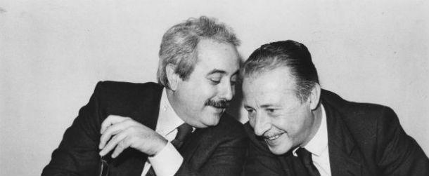 La storia della foto di Falcone e Borsellino - da Il Post -> http://www.ilpost.it/2012/05/23/la-storia-della-foto-di-falcone-e-borsellino/