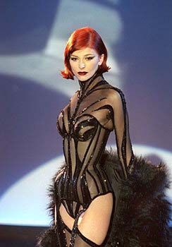 Thierry Mulger 80's 90's haute courtierWoman Fashion, Thierry Mulger, Haute Courtiers, Corsets, Couture, High Fashion, Thierry Mugler, Redheads, 90S Haute