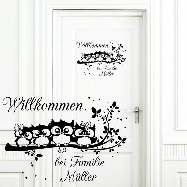 """Wandtattoo Türschild Aufkleber """"Willkommen bei Familie..."""" mit neidlichen Eulen auf einem Ast Motiv und Schriftzug können beliebig verklebt werden! Mit diesem Angebot erhalten Sie das..."""