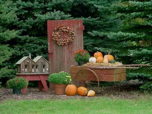 i like the idea of the door for any season w a wreath