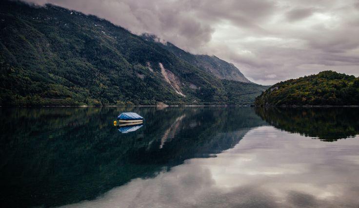 Molveno Lake - Trentino Alto Adige - www.andrealivieriphoto.com #landscape #lake #lago #montagna #paesaggio #landscapes #molveno #trentino #alto #adige #trentinoaltoadige #fotografia #photography #rock #roccia #autumn #autunno #inverno #winter #vsco #nature #natura #canon #7d #sigma #andrealivieri #water #acqua #boat #barca