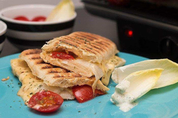 Recept: Tosti met komijnekaas, witlof en tomaat