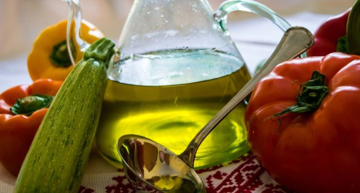 Can I fry in Olive Oil? A very common question that comes to mind when thinking of cooking with olive oil. Which is the correct answer? Although people think that we should not fry with olive oil, the true answer will surprise you!