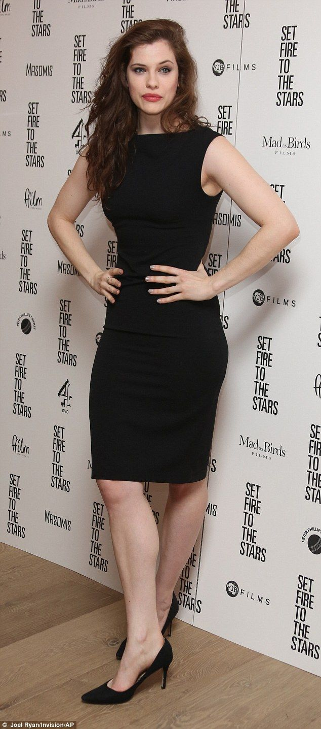 Knockout! Jessica De Gouw turned heads when she attended the premiere for Set Fire To The ...
