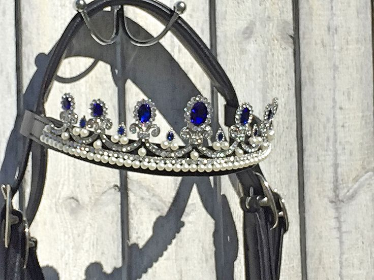Lovely crown browband by Oko Konia.