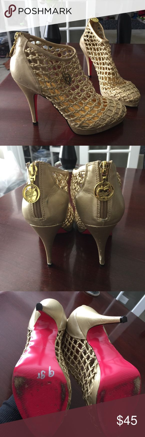 Apple bottom gold cage shoes 👠 Apple bottom brand gold cage heels! Apple Bottoms Shoes Heels