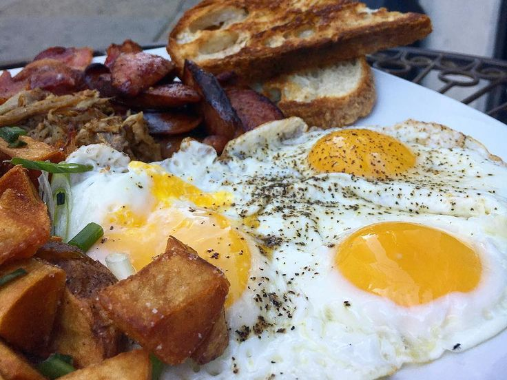 Waffles, omelets, bacon, biscuits, Benedicts, and more morning favorites