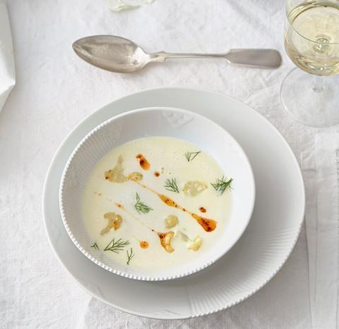 Blumenkohl-Fenchel-Suppe mit Chili-Walnussöl - [ESSEN UND TRINKEN]