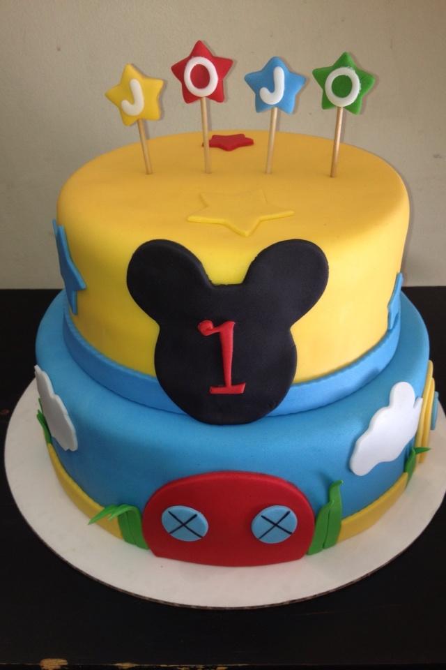 MINNIE MOUSE CLUB HOUSE CAKE