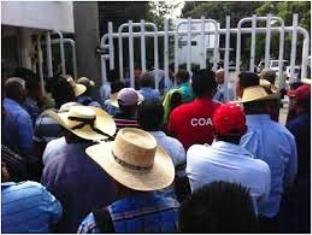 Calentanos protestan por abusos de la Policía Federal - http://www.tvacapulco.com/calentanos-protestan-por-abusos-de-la-policia-federal/