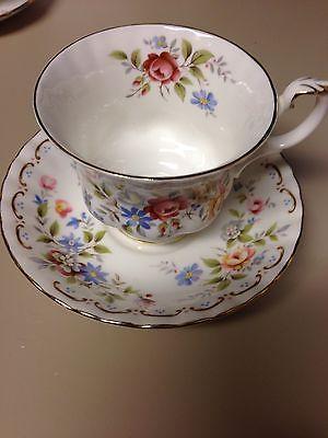Vintage-Royal-Albert-Jubilee-Rose-Pattern-English-Bone-China-Teacup-Saucer