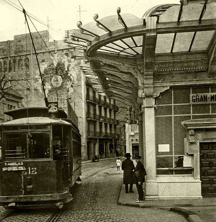 Lesseps Station, which opened in late 1924. This station was part of the first line of the Great Underground Barcelona, Catalonia Square with Plaza Lesseps. The origin of the photo is located in Street of Salmerón (Gran de Gracia) Plaça Lesseps-, late 20s. Barcelona, Catalonia.