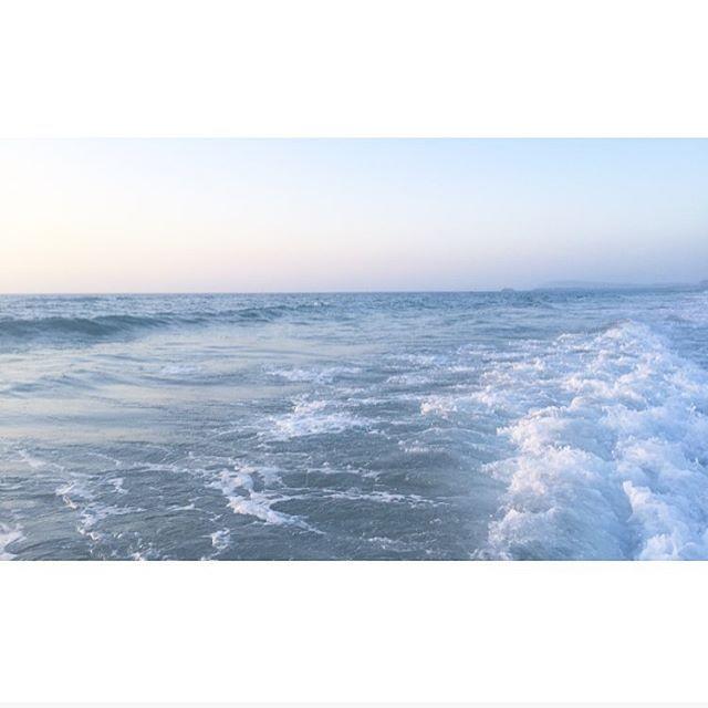 【wavestopper】さんのInstagramをピンしています。 《A scene at the sea.. . . . #visualsoflife #wanderfolk #byfolk #letsgosomewhere #finditliveit #stayandwander #moodygrams #bevisuallyinspired #colors_of_day #big_shotz #earthofficial #旅 #旅行 #海 #ハワイ #アクセサリー #ハンドメイド #ヘアスタイル #モデル #朝ごはん #南青山 #表参道 #代官山 #デザイナー #ファッション #コーデ #mist_vision #mood_family #livefolk #lifeofadventure》