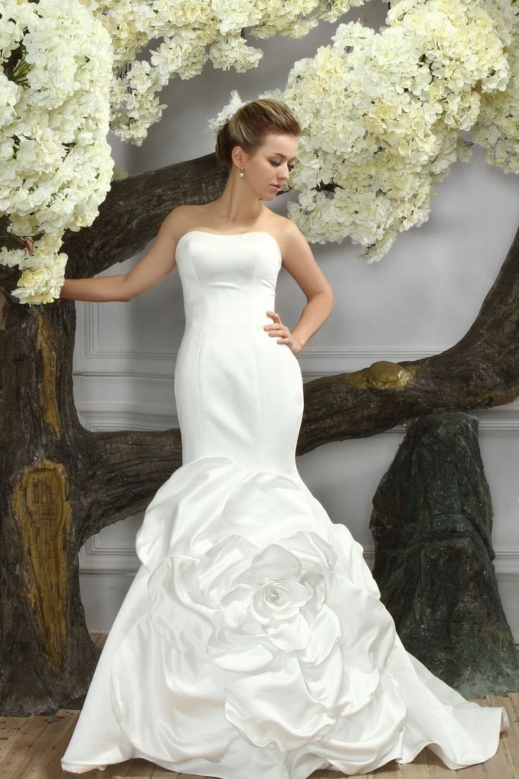 Perfect Find More Wedding Dresses Information about Luxury Super Royal Monarch Ball Gown O Neck Flowers Beaded