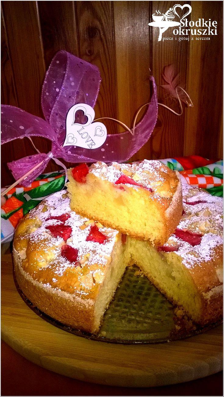 Truskawkowo-jabłkowe ciasto weekendowe. Pyszne ciasto z owocami.