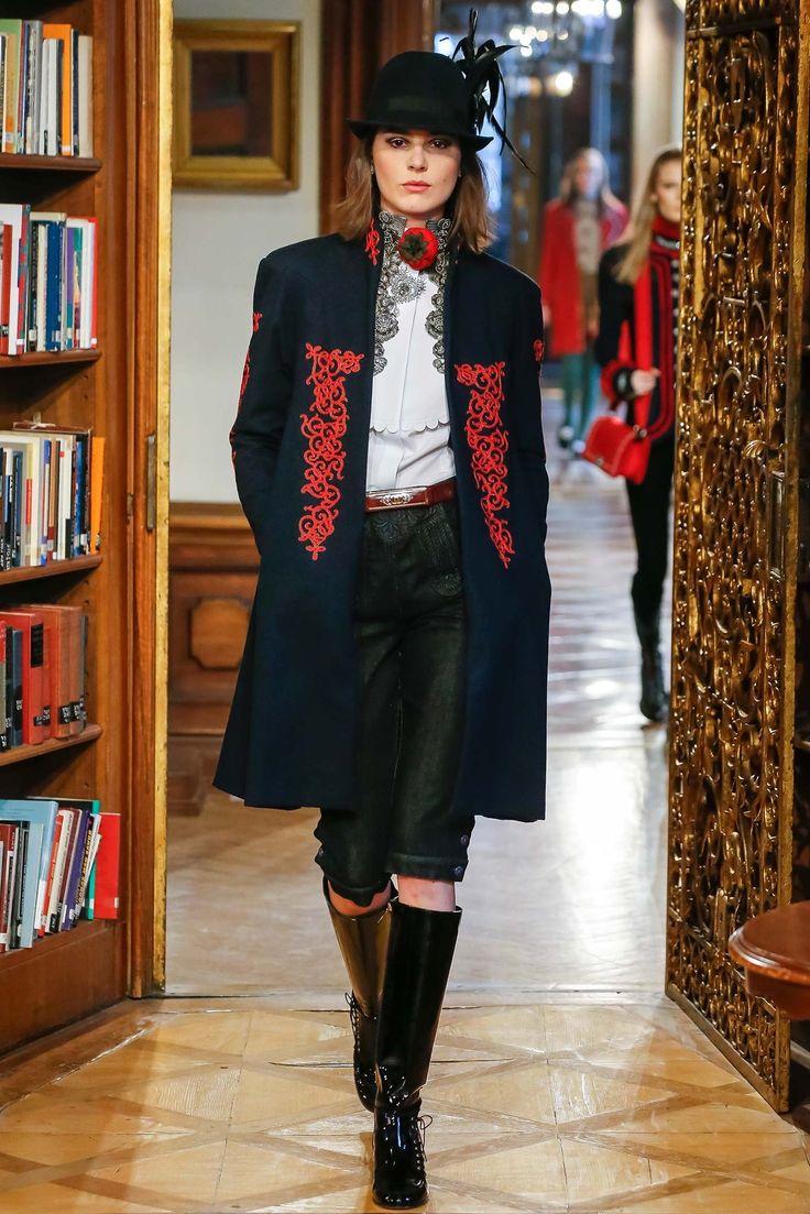 Chanel Pre-Fall 2015 Fashion Show - Eléonore Toulin