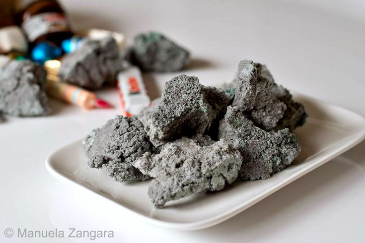 How to make carbone - the sweet edible coal that Befana gifts Italian children on the Epiphany!: