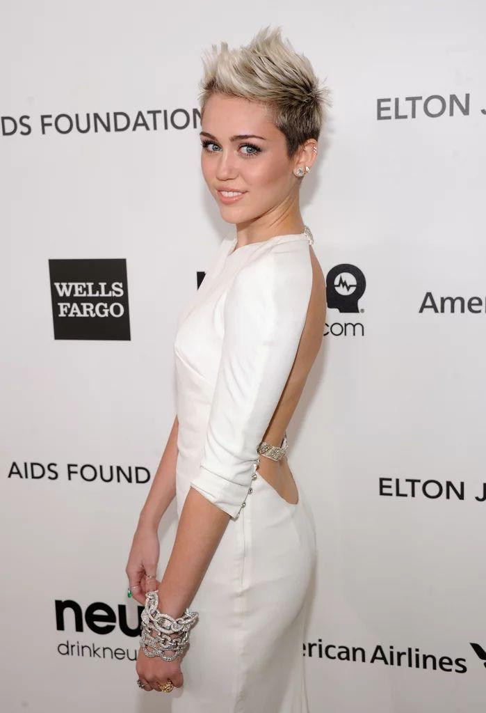 Wir können nicht aufhören (und wir werden nicht aufhören), uns diese sexy Miley Cyrus-Bilder vom roten Teppich anzusehen