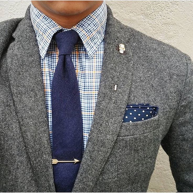 Dapperness on a Saturday c/o #thedressedchest in our #thegrunionrun pocket square.