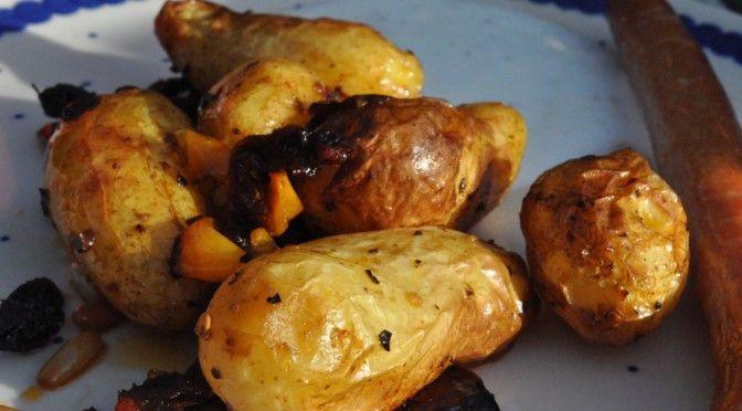 Olieristede kartofler med soltørret tomat, løg, peberfrugt og pinjekerner