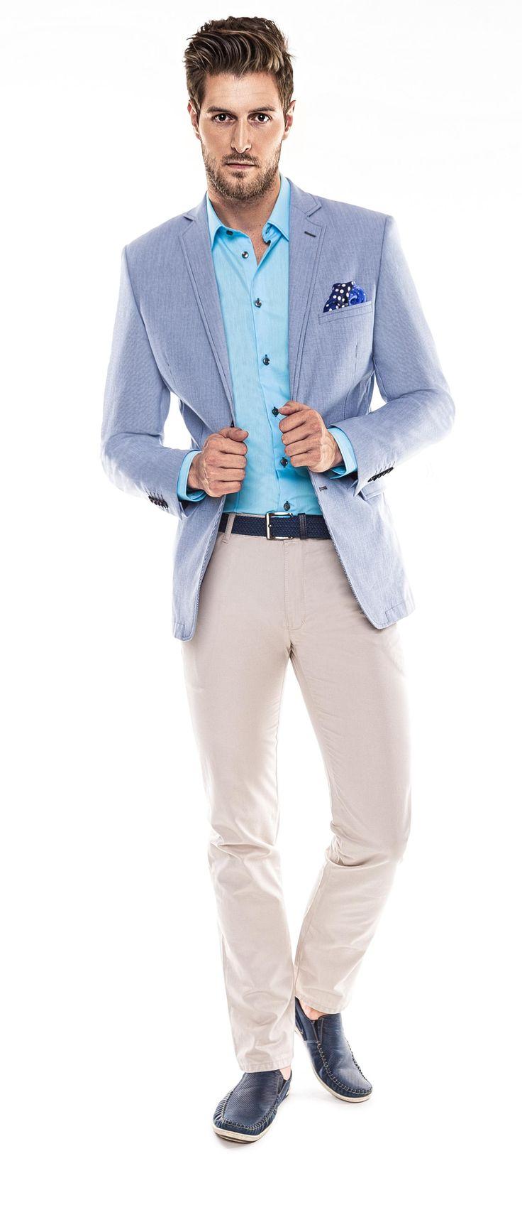 Kolekcja Giacomo Conti 2014 - błękitna marynarka Antonio 14/38 SM, białe spodnie Riccardo 14/21 T, niebieska koszula męska Michele 14/02/38, granatowe mokasyny. #giacomoconti