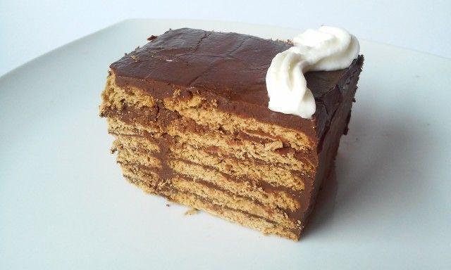 """Esta tarta esta hecha con la receta que he publicado hace unos dias """"crema de chocolate para rellenos y coberturas"""". Con esta crema, galletas, leche y un poco de coñac, nos sale una deliciosa tarta ideal para cumpleaños. Es esta receta explico de nuevo como hacer el chocolate para el relleno. Pero para más detalles visita mi blog para ver la receta."""